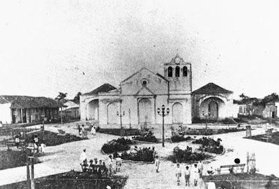 Plaza frente a la Iglesia de San Isidoro