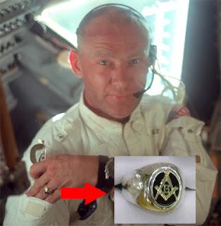 La Farsa Extraterrestre Aldrin+mason+2