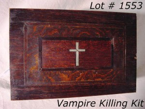 http://2.bp.blogspot.com/_FA03UWmaKVM/StnxmyP3PRI/AAAAAAAAA_s/Aagk0hUeqbo/s400/Antique+Rosewood+Box+Containing+Vampire+Killing+Kit.jpg