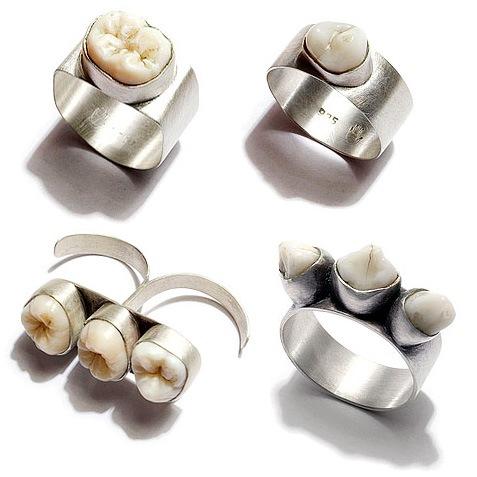 ... lucu cicin yang dipasangi gigi manusia dibawah ini. Hahahahaha...Lucu