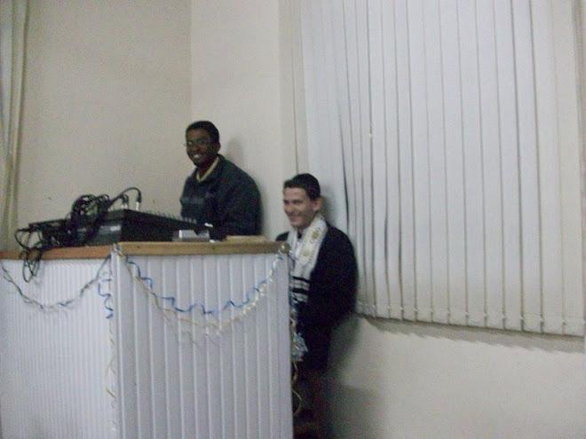 Yssachar e Yehudah na mesa de som