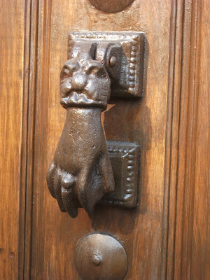 Latch shaped as a hand holding a ball, the cuff is shaped like the head of a medieval beast, downtown Cuernavaca