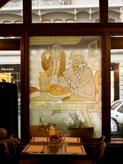Vidriera del Restaurante Svejk de Praga