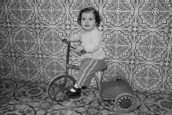 Criança andar de triciclo