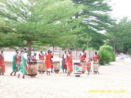 Un autre groupe de tambourinaires