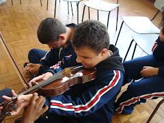 AULA DE MÚSICA NO Instituto de Cegos Padre Chico - Toque o instrumento