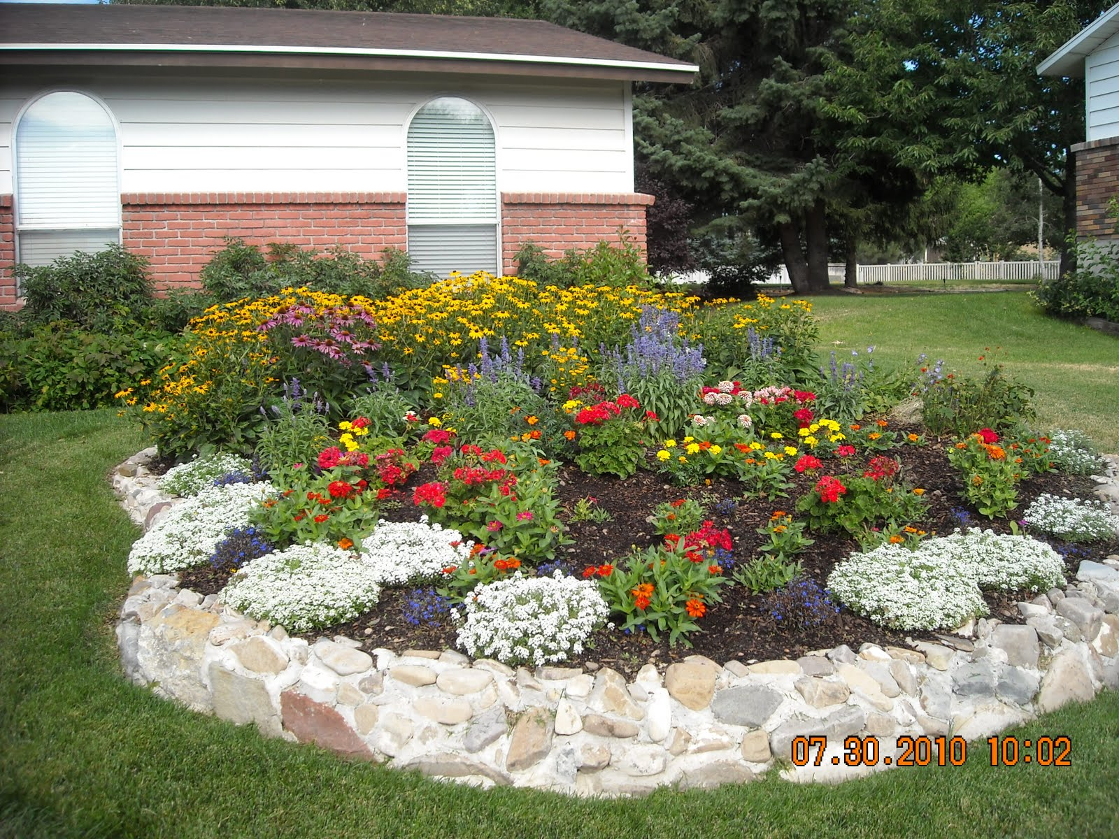 Circular flower garden designs 2017 2018 best cars reviews for Flower bed design ideas