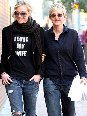 "Эллен и Порша (надпись на майке: ""Я люблю мою жену"")"