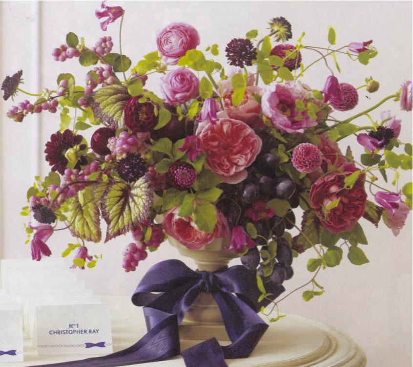 A house mouse flower inspiration martha stewart weddings for Martha stewart floral arrangements