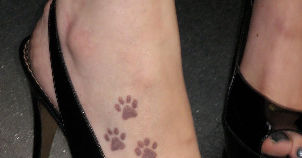 image tatouage patte de chien. Black Bedroom Furniture Sets. Home Design Ideas