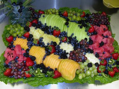 أكبر ملف لأروع و أجمل و أحدث الطرق لتقديم و تزيين الفواكه (الديسير) fruit+tray+side+view