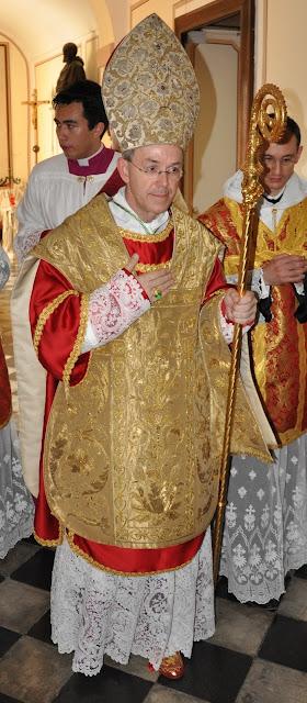 http://2.bp.blogspot.com/_FN9lYphPsFE/TTCCw7rHjHI/AAAAAAAAALY/tHY57KFroa0/s1600/Athanasius+Schneider1.jpg