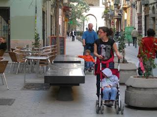 Entropessant pel carrer dels Serrans de València