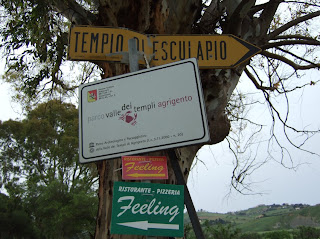 Bild 10: Wegweiser zum Tempio di Esclapio