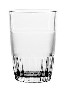 Fisika Menjawab: Mengapa Gelas Terlihat Bening?