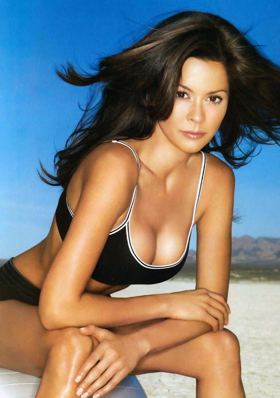 Popular Celebrity Brooke Burke Hot Photos amp Biography cleavage