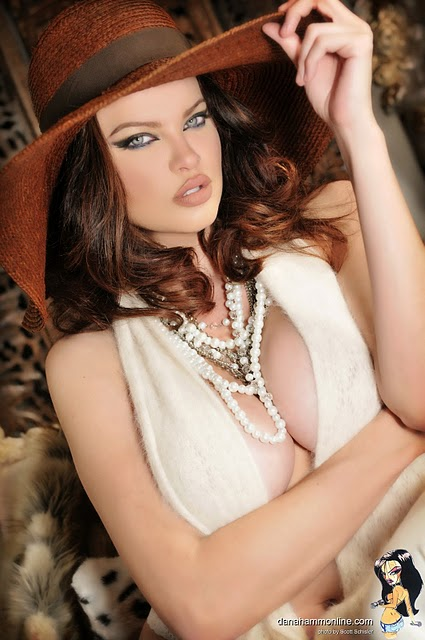 Bikini Fantasy: Hollywood Sexy Model Dana Hamm Big Boobs Hot Photos ...