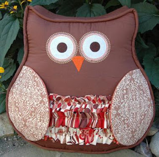 How To Make Cute Owl Pillows : Embroidery Garden: WhOO wouldn t this cute Owl Pillow??
