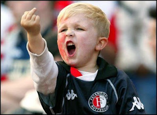 http://2.bp.blogspot.com/_FV78CyXZtoM/SpEtDYHZ-uI/AAAAAAAAAGg/d3w7wEKsz3g/s320/kid-middle-finger..jpeg