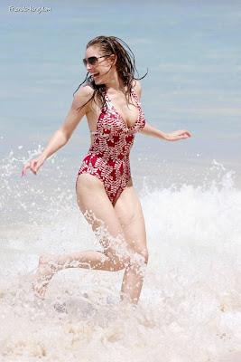 kelly brook bikini picture