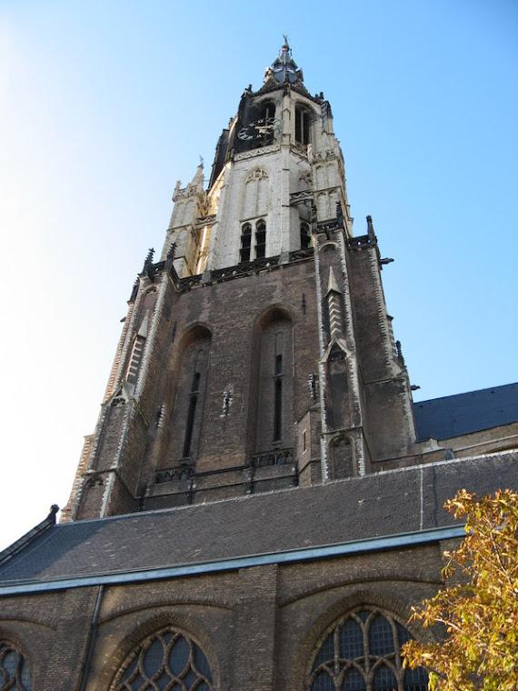 Delft grandioso campanario