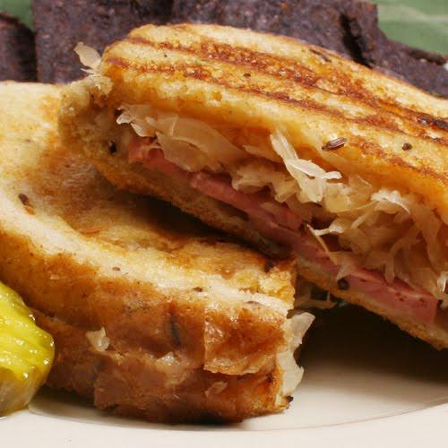 Scrumpdillyicious: The Reuben Sandwich