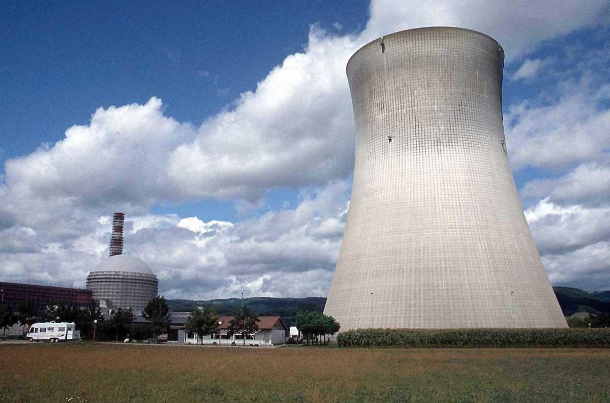 http://2.bp.blogspot.com/_F_Oy_8Qgbds/TUPDDtzSfTI/AAAAAAAAAVc/tCvE6s7Ljio/s1600/nuclear-power-plant-9igh%25281%2529.jpg