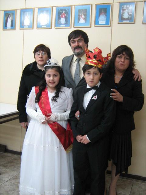 El Director del Colegio Junto a los Reyes y sus Madres