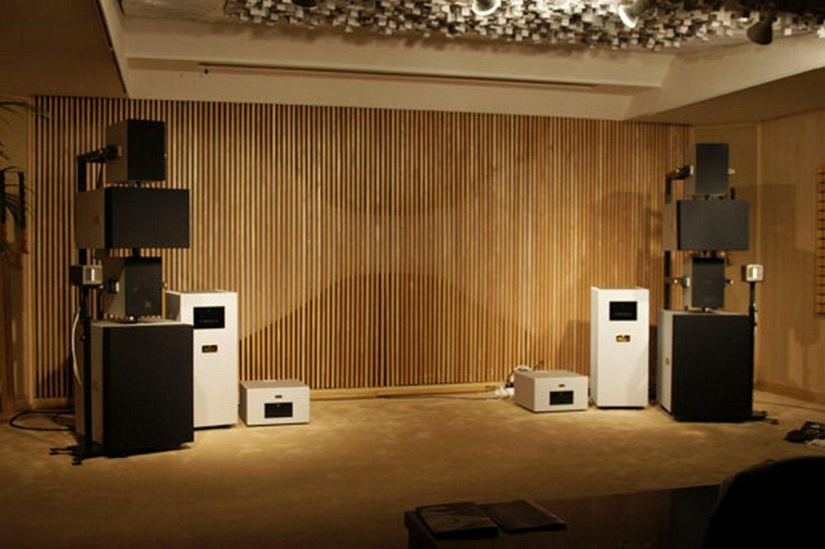 High End Headphones >> Wizard High-End Audio Blog: Goldmund setup at Audiogallery ...