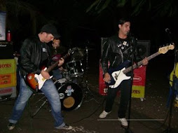 os psicotrópicos se apresentando no unibar rock show
