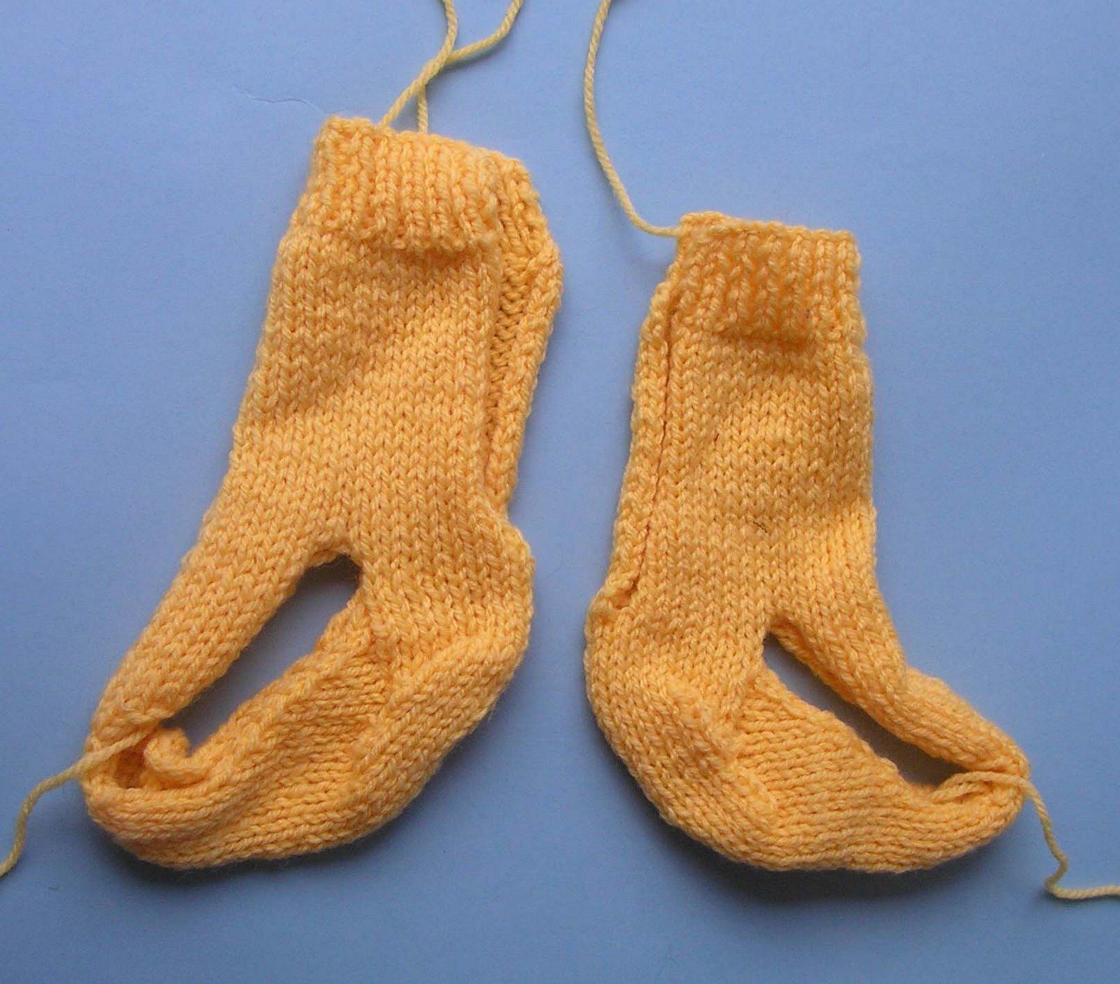 [yellow+socks]