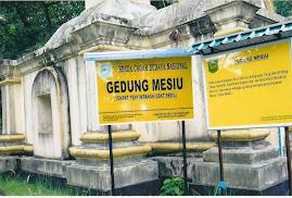 Tempat menyimpan ubat bedil, peluru dikaki Bukit Kursi Pulau Penyengat, Kepulauan Riau - Indonesia.