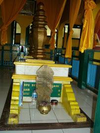 Makam Daeng Menambun, Pengiran Emas Seri Negara, Raja Mempawah