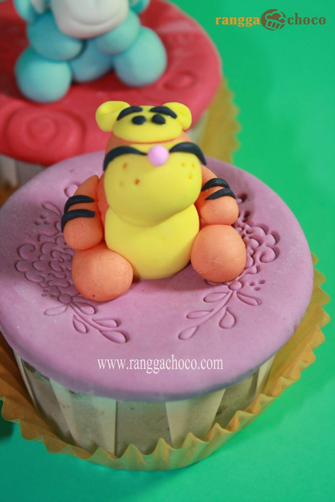 http://2.bp.blogspot.com/_FfDAQjvCLg4/S9VkC0GjzpI/AAAAAAAACSw/My4FOdKrGxE/s1600/winnie+t+pooh+cupcakes.jpg