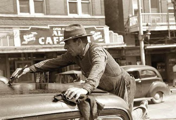 Man painting car top, San Antonio, Tx., 1939
