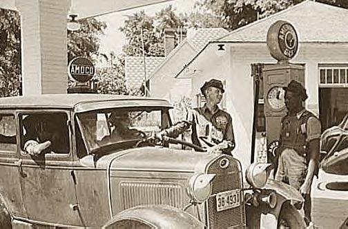 Buying gas, Atlanta, Ga. 1939