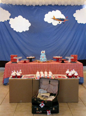 Party frosting airplane party ideas inspiration for Aviation decoration ideas