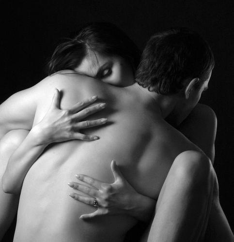 Cercavamo un talamo al nostro bisogno. Ci svegliammo. L'amore rimase nel sogno. Giorgio Caproni