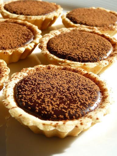 dulcis in fundo: Tiny Kahlua chocolate truffle tarts
