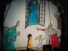 Thiago filho do Amauri Da Xekmat e bonecos da história Luas e Luas.