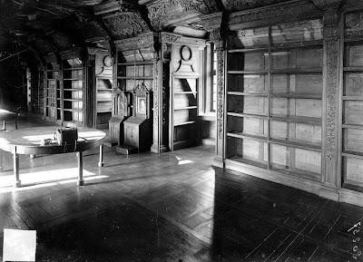 Bibliothèque du Collège des Jésuites à Reims par Max Sainsaulieu (avant 1919). Crédit photo :  Ministère de la Culture (France), Médiathèque de l'architecture et du patrimoine (archives photographiques)
