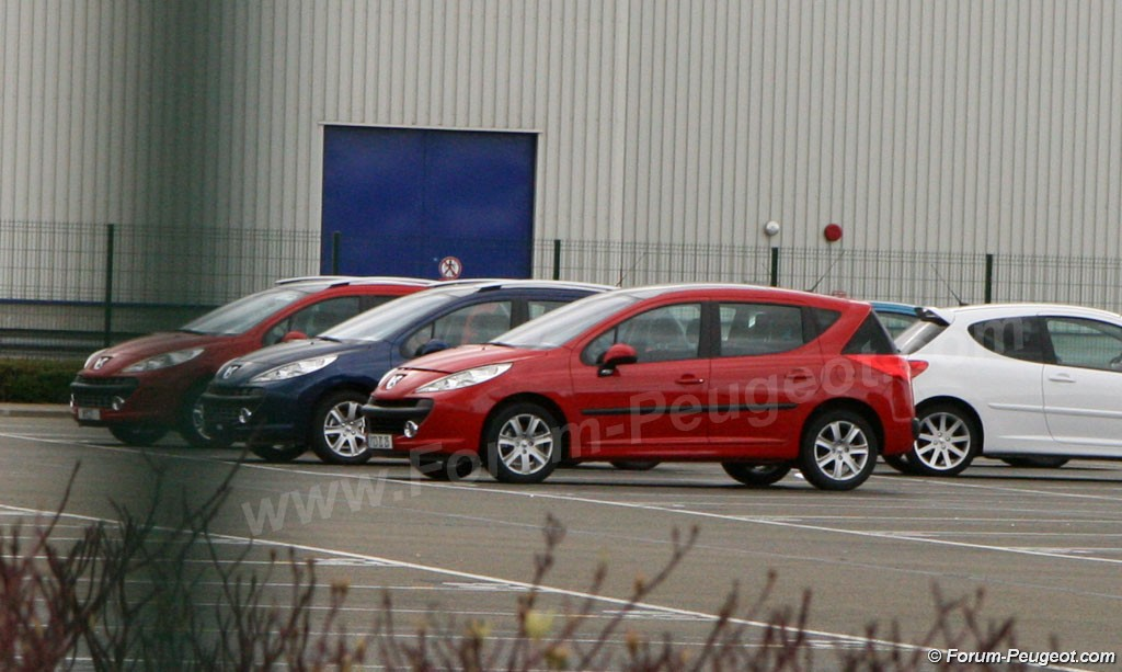 Carscoop 207 6 Peugeot 207 SW production version caught out in the open