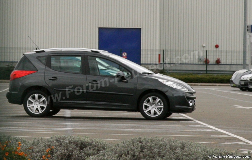 Carscoop 207 2 Peugeot 207 SW production version caught out in the open