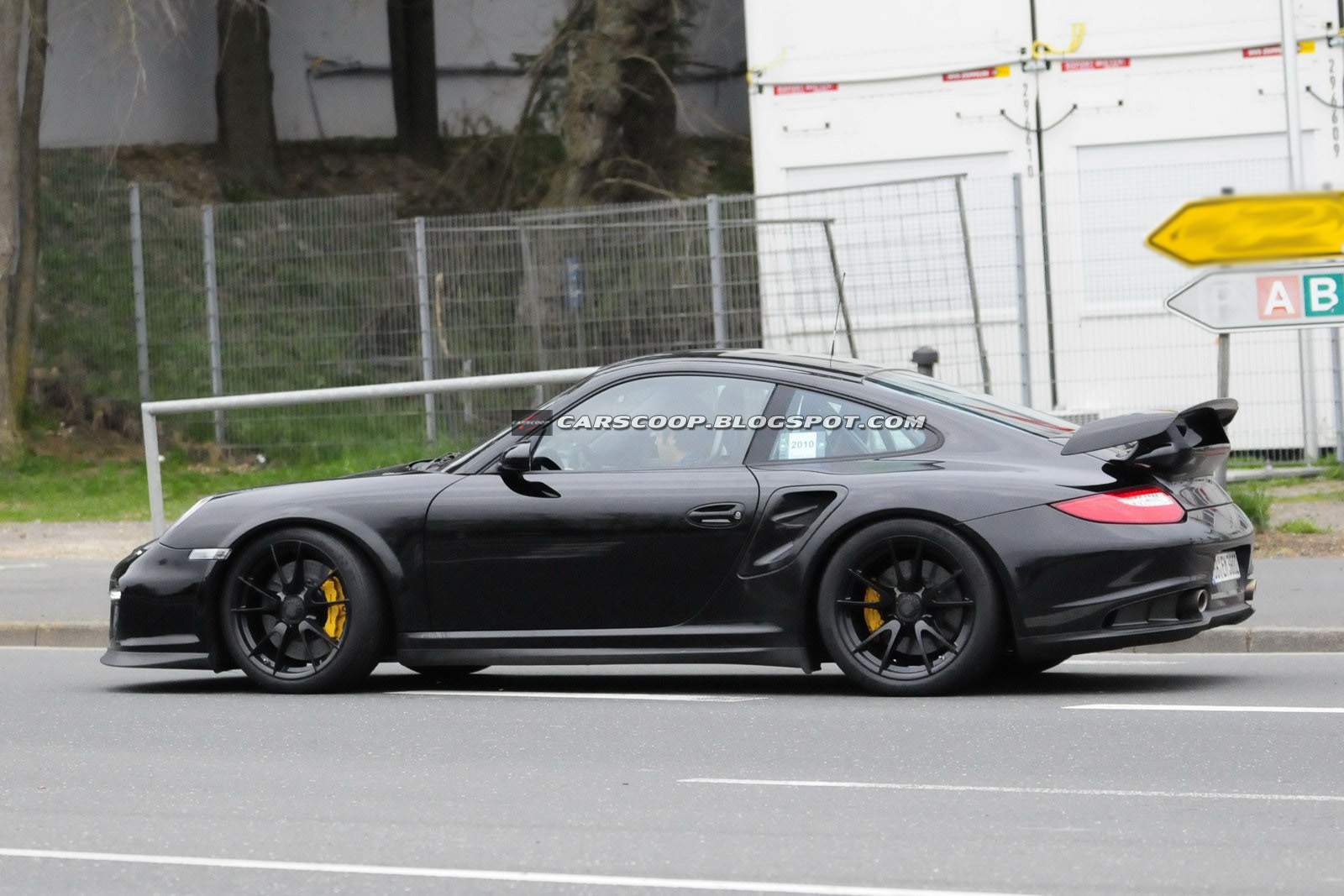 spy shots new hardcore porsche 911 gt2 rs could get 600hp photos. Black Bedroom Furniture Sets. Home Design Ideas