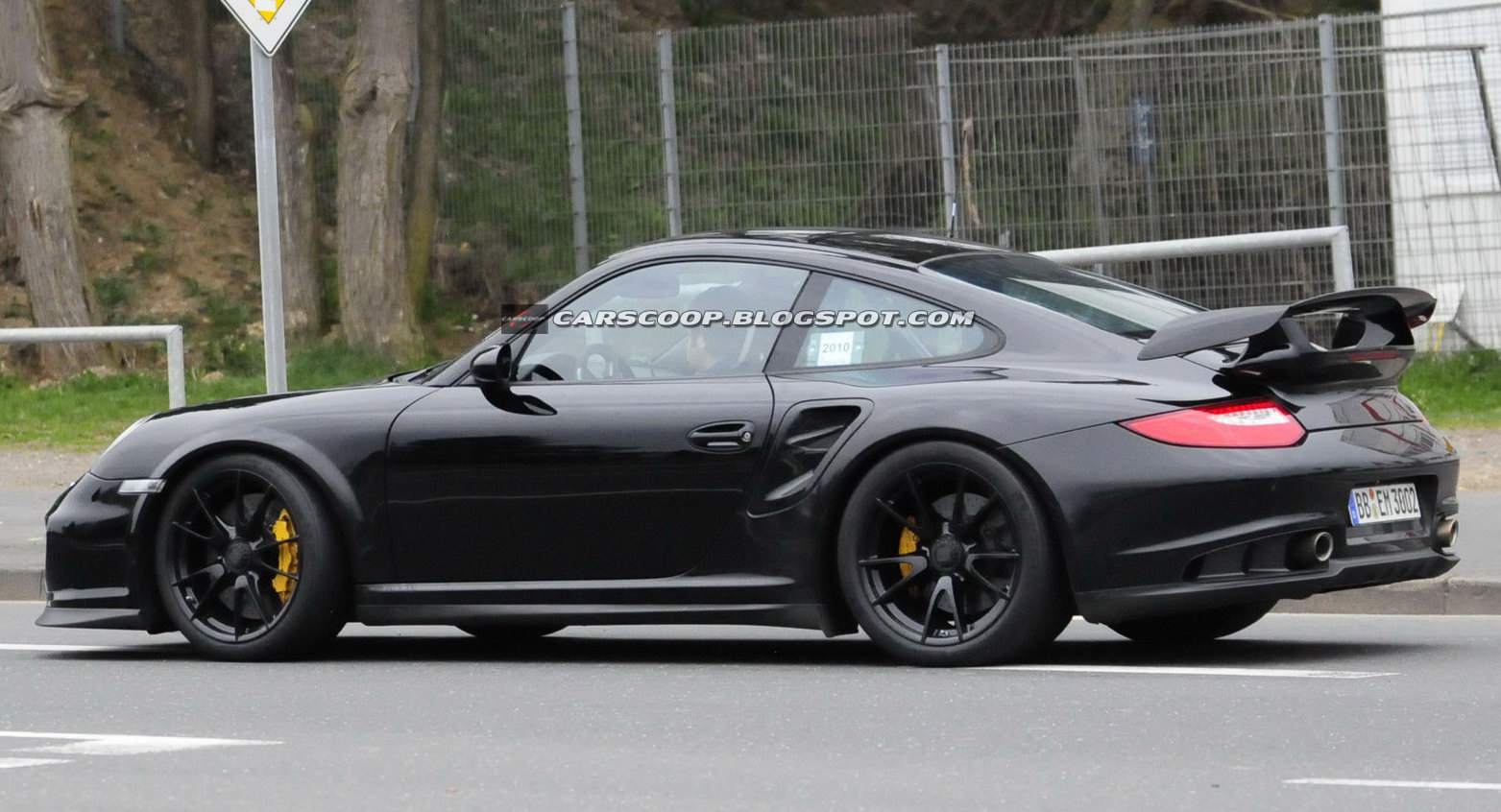 spy shots new hardcore porsche 911 gt2 rs could get 600hp. Black Bedroom Furniture Sets. Home Design Ideas