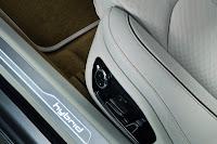 2011 Audi A8 Hybrid 35 Geneva Show: New Audi A8 Hybrid with 2.0 Liter 4 Cylinder Engine Photos