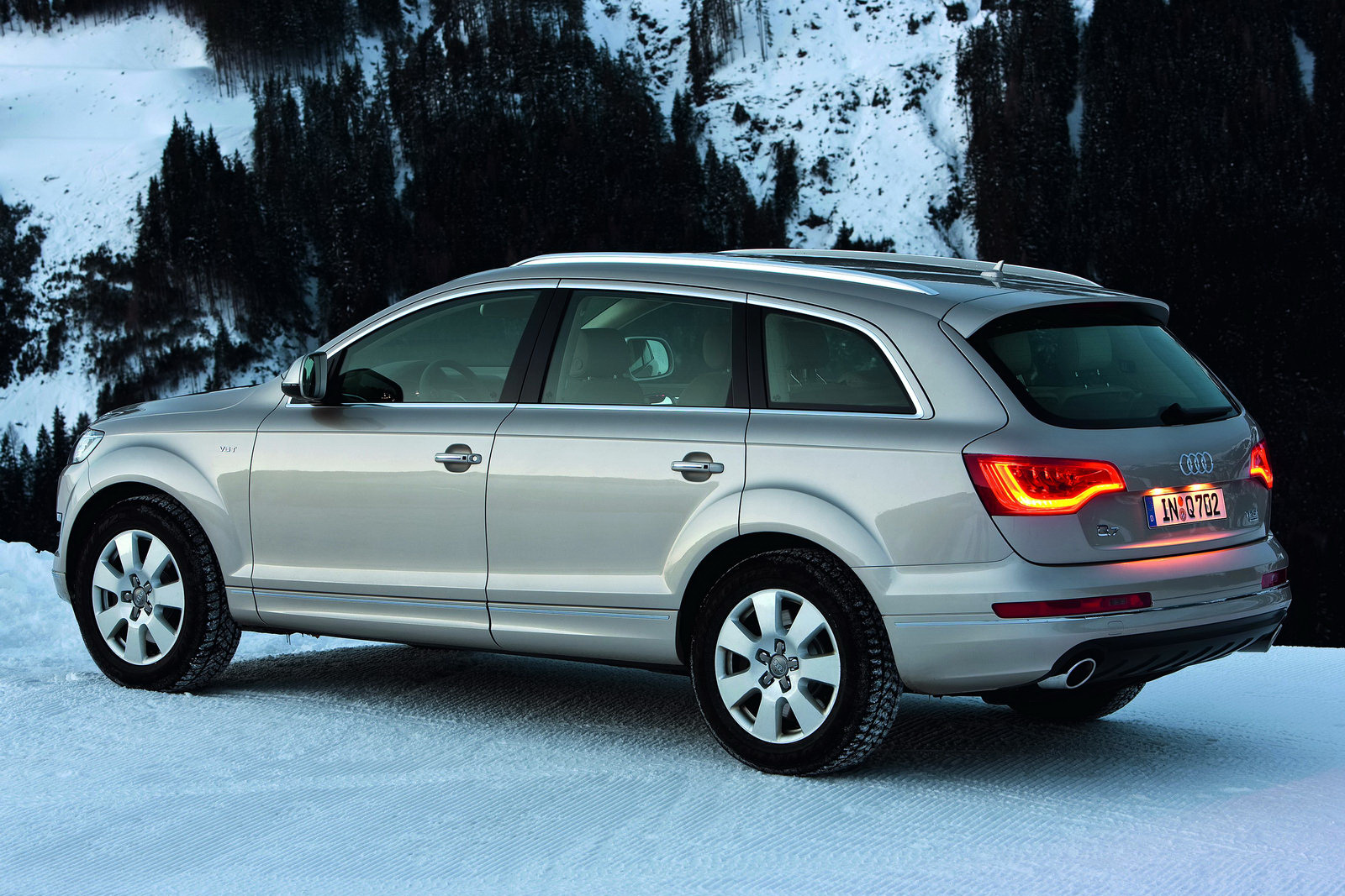 2011 audi q7 suv gains new v6 engines including 333hp. Black Bedroom Furniture Sets. Home Design Ideas