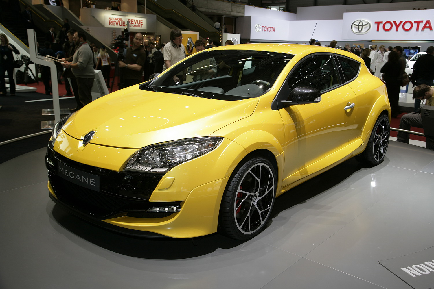 sport cars 2011 geneva show renaultsport megane rs 250. Black Bedroom Furniture Sets. Home Design Ideas