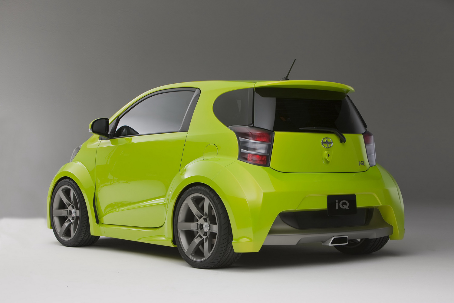 Car Reviews Scion Reveals Iq Concept Pimped By Five