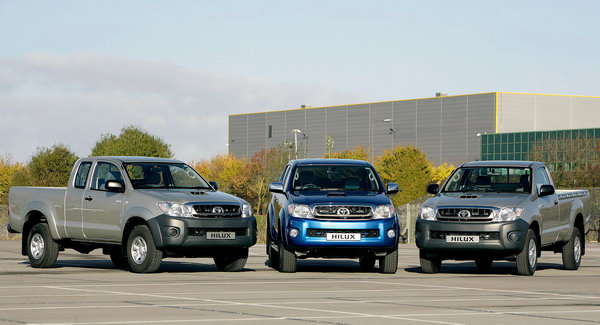 2010 Toyota Hilux Gains More Powerful 2.5D-4D Engine and Revised
